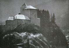 Die Kunst in der Photographie : 1907 Photographer: J. Steidel Title: Burg in Tirol