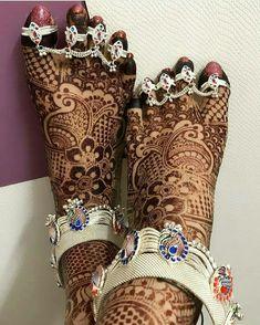 Heels silver wedding brides 16 Ideas for 2019 Silver Heels Wedding, Foot Jewelry Wedding, Indian Wedding Jewelry, Bridal Jewelry, Silver Jewelry, Silver Bracelets, Silver Rings, Payal Designs Silver, Silver Payal