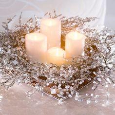 Ein absolutes Highlight auch in der die Weihnachtssaison! Der Rattankranz ist aufwändig mit Perlen, Kristallen und kleinen Spiegeln verziert. Er setzt dekorative Akzente und kann individuell dekoriert werden. https://www.plus.de/p-1070302000?RefID=SOC_pn