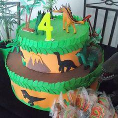 Decorando sua festa infantil!!!                   Moldes de dinossauros, arbustos, vulcão, coqueiro e folhas para recortar o E.V.A.        ...
