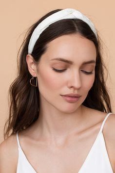 Thick Headbands, Hollow Heart, Minimalist Earrings, Headband Hairstyles, Skin Makeup, Natural Makeup, Makeup Looks, Models, Jewelry Design