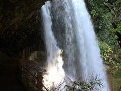 雷滝の観光情報 営業期間:その他:冬季閉鎖、交通アクセス:(1)須坂長野東ICから車で。雷滝周辺情報も充実しています。長野の観光情報ならじゃらんnet 「雷滝」松川渓谷にある落差約30mの大滝。別名、裏見の滝とも呼ばれ、滝の裏側から流れ落ち