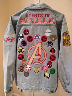 The Avengers cos bracelet Marvel Fashion, Univers Marvel, Marvel Mode, Denim Jacket Patches, Patch Jean Jacket, Jean Jackets With Patches, Denim Jackets, Cool Jackets, Marvel Inspired Outfits