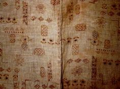 Detail Hitoe  Asa, silk (collar lining)  Chijimi (twisted and untwisted threads), weft kasuri    This hitoe, probably from the Taisho period, is made of unbleached asa. The small motifs are atypical in design, placement, number and juxtaposition, and are not always identifiable.