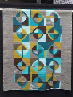 OK, I am going to try to finish sharing pictures from the Birmingham Quilt Festival and the rest of our fun vacation (mostly as a little. Circle Quilt Patterns, Circle Quilts, Modern Quilt Patterns, Quilt Festival, Machine À Quilter, Sewing Machine Quilting, Amische Quilts, Panel Quilts, Quilting Projects