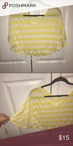 Flowy cropped top X-small. Soft material. Great quality! Really looks cute over bathing suit and some flowy pants Tops Crop Tops