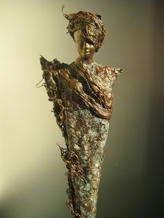 Most of the female ceramic figurines seem to be created by women whereas the sculptural female art figures have a more equal representaion between male and female artists Sculpture Head, Wood Sculpture, Afro Art, Art Deco Furniture, Texture Art, Bead Art, Figurative Art, Altered Art, Female Art