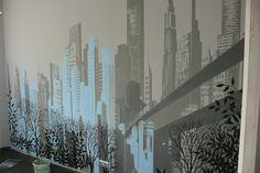 Mural, artistic painting walls, mural przedstawia miasto, jest to motyw graficzny bez modelunku światłocienia prosta kilku kolorowa grafika w szarościach  z dodatkiem turkusu.