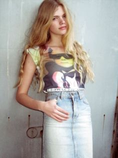Hailing from Rotterdam, Valerie van der Graaf, is the latest newcomer to nab Model of the Week. Van Der Graaf, 70s Fashion, Womens Fashion, High Jeans, Denim Skirt, Graphic Tees, Skinny, T Shirts For Women, Female