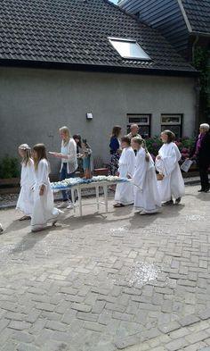 Blijft een mooie jaarlijks terugkerende traditie : kermisprocessie @ Oud-#Zevenaar met schutterij #EMM en #StAnna. Zondag 22 juni 2014. Via twitter @Ralph6905
