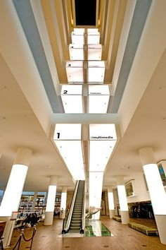 escalator at the library in Amsterdam.  This library was awesome and so modern!: