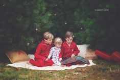Xmas Pictures, Family Christmas Pictures, Christmas Tree Farm, Christmas Photo Cards, Christmas Pics, Family Photos, Toddler Christmas, Family Posing, Outdoor Christmas