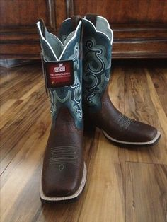 Ariat boots going to buy these Cute Cowgirl Boots, Womens Cowgirl Boots, Cowgirl Outfits, Cute Boots, Cowgirl Style, Boots Women, Bota Country, Country Boots, Head Over Boots