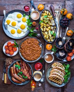 Big Breakfast is a truly magical thing. There's just nothing quite like waking up late on the weekend and tucking into a big, hearty breakfast with friends and family. And if yo… Breakfast Platter, Breakfast Buffet, Breakfast Recipes, English Breakfast Ideas, Breakfast Crockpot, Turkish Breakfast, Breakfast Potatoes, Breakfast Tea, Breakfast Pancakes