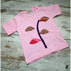 "Camiseta Bebé en rosa de maga corta de algodón modelo ""Tallo"", realizada mediante la técnica Upcycling"