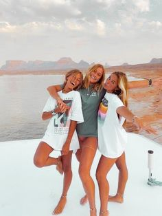 Best Friends Shoot, Best Friend Poses, Cute Friends, Beach With Friends, Friend Beach Poses, Photos Bff, Friend Photos, Friend Picture Poses, Bff Pics