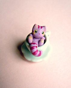 """Teacup Cheshire Cat! What? This is the cutest thing ever!! ♥"" (I agree!!!)"