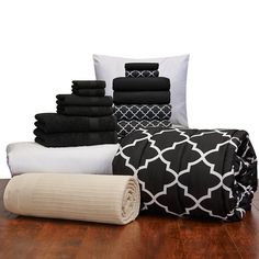 Amazon.com: 16 Piece Girls Student Starter Pak ? Twin XL College Dorm Bedding and Bath Set (Color: Black and Black Lattice): Home & Kitchen