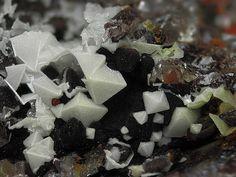 Arsenogoyazite, (Sr,Ca,Ba)Al3(AsO4,PO4)2(OH,F)5•(H2O), Clara Mine, Oberwolfach, Black Forest, Baden-Wurttemberg, Germany. Fov 6 mm. Copyright : Ulrich Baumgärtl