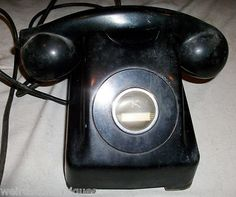 antique black desktop telephone Kellogg Chicago 1000 series