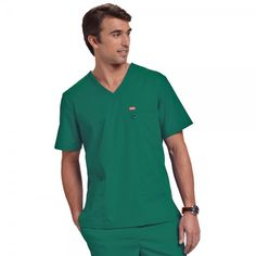 If your looking for an affordable, stylish scrub top to kit out your whole team why not try the Orange Standard Balboa top in Hunter. This unisex top features multiple pockets and a small D-ring for your ID badge on the chest pocket. Vet Scrubs, Medical Scrubs, Dental Uniforms, Stylish Scrubs, Green Scrubs, Dentists, Scrub Tops, Pocket Detail, Nurses