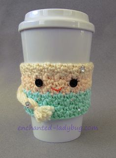 Crochet Queen Elsa Frozen Coffee Cup Cozy Pattern. Inspired by Disney's Frozen, free queen elsa crochet cozy pattern download.