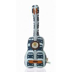 sie haben ihrem kleinen rocker das schlagzeug bislang ausreden können? mit diesem kissen kommt auch ein wenig rockstar feeling auf. zwar kann man diese gitarre nicht auf der bühne zerbrechen, aber für einen luftgitarrenwettbewerb reicht sie allemal. von ferm living.  länge: ca. 70 cm  material: 100% baumwolle
