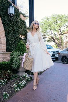 How to Nail Feminine Style - Glam Life Living Dressy Outfits, Girly Outfits, Chic Outfits, Inverted Triangle Outfits, Classic Feminine Style, Feminine Dress, Scandinavian Fashion, Style Inspiration, Romantic Style Fashion