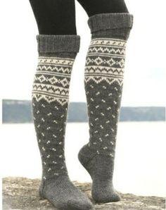 New knitting patterns free socks knee highs drops design ideas Drops Design, Knitting Socks, Hand Knitting, Knitting Patterns, Crochet Socks, Crochet Patterns, Winter Wear, Autumn Winter Fashion, Fall Winter