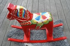 Dalah horse / rocking horse with Vojlock Scandinavian Folk Art, Scandinavian Interior, Swedish Cottage, Farm Lifestyle, Swedish Christmas, Xmas, Wooden Horse, Swedish Design, Painting For Kids