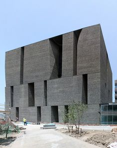 12 top projects by 2016 Pritzker Prize winner Alejandro Aravena 2019 Novartis Office Building by Alejandro Aravena The post 12 top projects by 2016 Pritzker Prize winner Alejandro Aravena 2019 appeared first on Architecture Decor. Modern Architecture Design, Brick Architecture, Facade Design, Amazing Architecture, Interior Architecture, Minimalist Architecture, Office Building Architecture, Architecture Images, Office Buildings