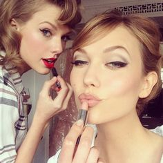 Although deep down you know that getting ready together before a night out is the best part. | 22 Female Friendship Truths As Told By Taylor Swift