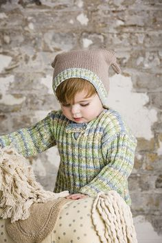 Sweater, Hat and Bootees in Lullaby Print and Lullaby DK (9280)   Deramores