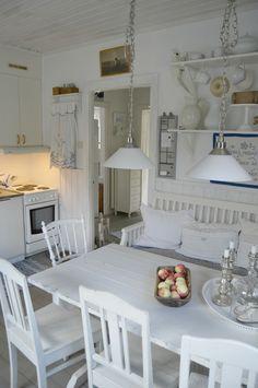 Rustic Home Design, Home Interior Design, Small Sunroom, Swedish Decor, Shabby Chic Kitchen, Cottage Interiors, New House Plans, Scandinavian Home, Küchen Design