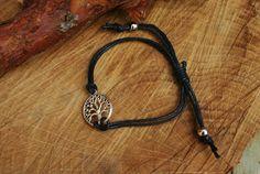 Een persoonlijke favoriet uit mijn Etsy shop https://www.etsy.com/nl/listing/450556494/1-piece-cotton-wax-tree-of-life-bracelet
