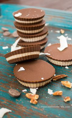 Make your own homemade candy! Try these chocolate pecan coconut butter cups, they are vegan, gluten free and paleo! These chocolate pecan coconut butter cups have everything you want from a traditional peanut butter cup and more! High Protein Desserts, Coconut Desserts, Sweet Desserts, Sweet Recipes, Delicious Desserts, Yummy Food, Coconut Recipes, Coconut Cups, Coconut Pecan