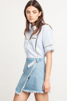 don't dig the fray, but the buckle/strap is cool Denim Wrap Skirt, Denim Skirt Outfits, Denim Skirts, Denim Jeans, Wrap Skirts, Denim Fashion, Skirt Fashion, Runway Fashion, Romper With Skirt