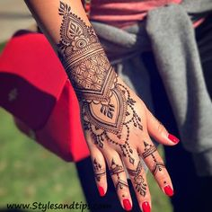 geometric henna design for hands Latest Simple Mehndi Designs, Arabic Bridal Mehndi Designs, Back Hand Mehndi Designs, Mehndi Designs For Girls, Arabic Henna Designs, Mehndi Simple, Mehndi Art Designs, Henna Designs Easy, Henna Tattoo Designs