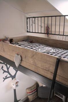 Scaffolding wood loft bed