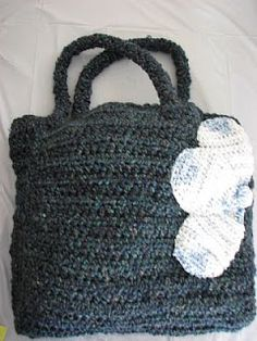 Free Blue Flower Tote Crochet Pattern