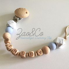 PERSONALIZED DUMMY CLIP WITH ENGRAVED LETTER BEADS!!! Choose your favorites colours + add your babys name 😍 HandMade in Australia 🇦🇺 with love ❤️ Made from premium quality natural wood beads ( free bpa, free chemical product, kids safe) / choose between beech wood or maple wood Exceptional