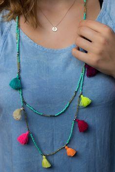 Anna-Laura Kummer Outfit in Bali #annalaurakummer www.annalaurakummer.com colourful necklace, jeansdress
