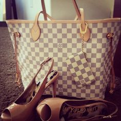 Louis Vuitton Neverfull in azur with pochette and nude heels. love the combo - love it with the Cles - love this print