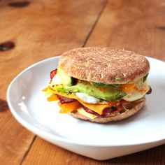 Low Calorie Breakfast Sandwich: Egg, turkey bacon, squash, bell pepper, avocado, hummus.... YUM!
