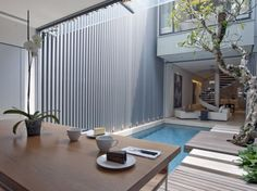 International architecture and interior design firm ONG&ONG designed 55 Blair Road, a renovation project of an existing traditional house located in Singapore. Singapore House, Singapore Art, Pool House Decor, Architecture Cool, Piscina Interior, Courtyard Pool, Beautiful Pools, House Beautiful, Turbulence Deco
