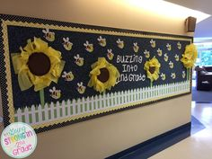 Going Strong in Grade: 2015 Classroom Reveal! Bee Bulletin Boards, Kindergarten Bulletin Boards, Preschool Bulletin, Preschool Crafts, Classroom Displays, Classroom Themes, Door Displays, Classroom Resources, School Classroom