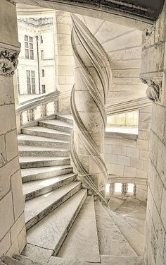 nature-and-culture: Stairs of the Chateau de Chambord / France. (Pink glasses) - Nature-and-culture: Stairs of the Chateau de Chambord / France. Beautiful Buildings, Beautiful Places, Beautiful Stairs, Architecture Cool, Classical Architecture, Belle France, Stairway To Heaven, Palaces, Abandoned Places