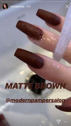 Nails / Acrylic nails / False nails / Kylie Jenner nails / Luxury nails / Nail design / brown nails / Square long nails Kylie jenner square brow matte nails/ matte brown nails rnrnSource by tt_muse Brown Acrylic Nails, Simple Acrylic Nails, Brown Nails, Best Acrylic Nails, Acrylic Nail Designs, Brown Nail Art, Long Square Acrylic Nails, Brown Art, Ongles Kylie Jenner