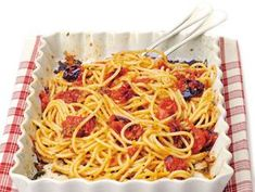 Spaghetti con i pomodori al forno Pasta, Food And Drink, Ethnic Recipes, Sottile, Cooking, Clock, Happy, Oven, Kitchen