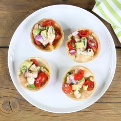 For a tex-mex dinner or a fish-based appetizer, taco baskets with marinated prawns are an ideal finger meals, contemporary and alluring. Very simple to make, they're a lighter revisitation of conventi Canapes Recipes, Appetizer Recipes, Snack Recipes, Snacks, Healthy Cafe, Healthy Smoothies, Antipasto, Crab Deviled Eggs Recipe, Bruchetta